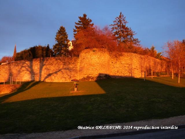 Rue Condorcet à Mirebeau au coucher de soleil