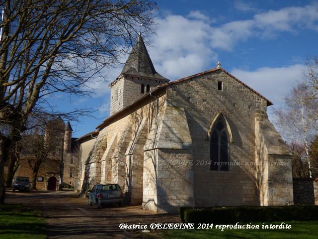 Eglise d'Avanton, en arrière plan, le château