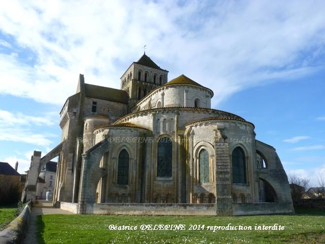 L'abbatiale de Saint Jouin de Marnes 79